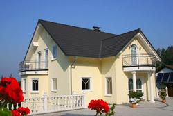 Wir helfen Ihnen, sich den Wunsch nach dem eigenen Haus zu erfüllen